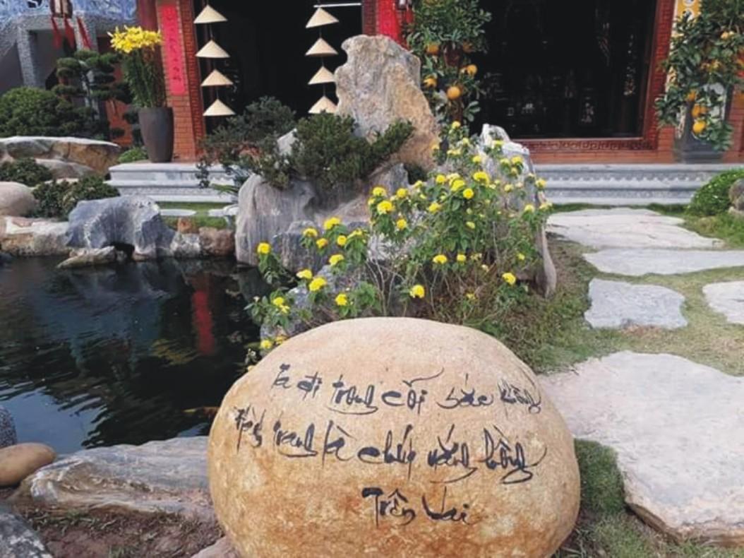Khắc chữ trên đá trang trí